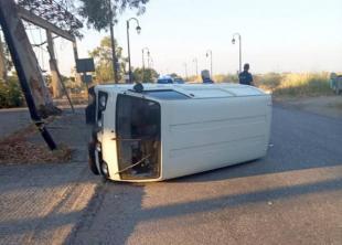 Αιτωλικό: Αναποδογύρισε αυτοκίνητο σε τροχαίο με ποδήλατο (φωτο)